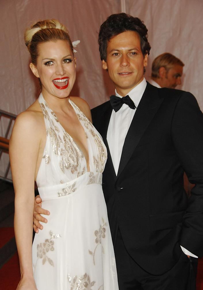 Actor Ioan Gruffudd and Alice Evans arrive at the Metropolitan Museum of Art's Costume Institute Gala, in New York on Monday, May 5, 2008. (AP Photo/Evan Agostini)