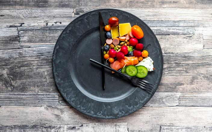 Rather than stopping eating entirely for days on end, you'd lose more weight if you simply cut down on the calories every day a little bit - Moment RF