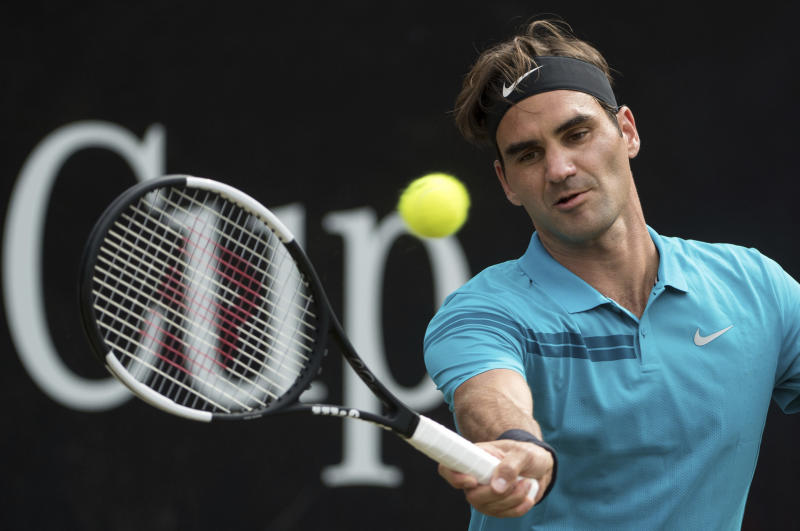 Federer back at No 1 with Kyrgios win