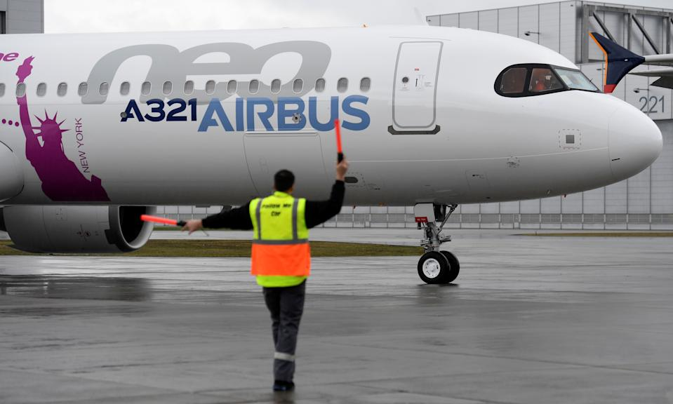An Airbus A321LR arrives after its maiden flight during a presentation of the company's new long range aircraft in Hamburg-Finkenwerder, Germany, January 31, 2018. REUTERS/Fabian Bimmer