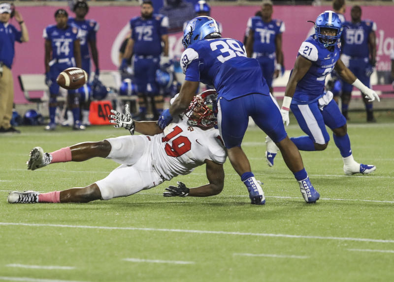 Deon Yelder, making a grab in WKU's bowl game against Georgia State, had XX grabs and XX touchdowns last season. (AP)