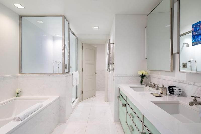 Heres How A 5Star Hotel Keeps Its White Bathrooms Clean