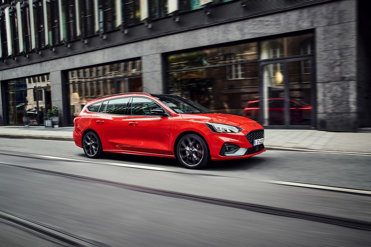 <p>Other than its longer roofline and additional cargo space, there's nothing to differentiate the Focus ST wagon from the hatch mechanically. </p>