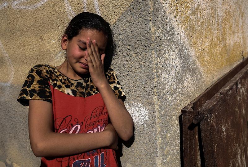 The relative of a Palestinian killed during the protest mourns during his funeral (AFP Photo/SAID KHATIB)