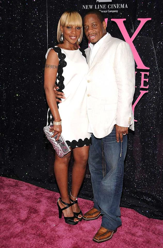 """Mary J. Blige looked cute in a sleeveless black and white sheath dress, while hubby Kendu Issac kept things casual in jeans. Dimitrios Kambouris/<a href=""""http://www.wireimage.com"""" target=""""new"""">WireImage.com</a> - May 27, 2008"""