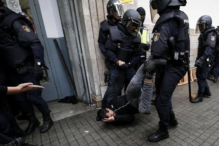 Spanish police have defended their actions on October 1, 2017 (AFP Photo/PAU BARRENA)