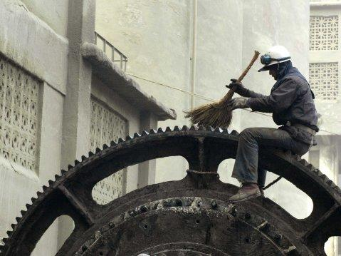 chinese laborer fixes gear
