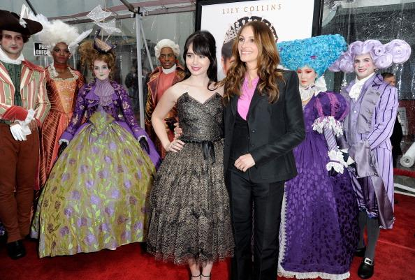 Actresses Lily Collins and Julia Roberts arrive at Relativity Media's 'Mirror Mirror' Los Angeles premiere at Grauman's Chinese Theatre on March 17, 2012 in Hollywood, California. (Photo by Frazer Harrison/Getty Images For Relativity Media)