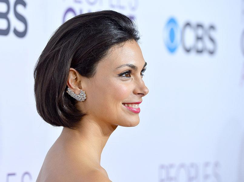 "Morena Barracin wearing diamond ear cuffs - ""Homeland""'s Jessica Brody brought a tight earring game to the People's Choice Awards, accenting her '90s-remniscent bob with insane diamond earring clusters that mimicked the curve of her lobes, and covered half her ears."