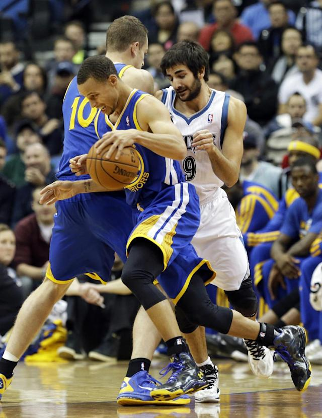 Golden State Warriors' David Lee (10) sets a pick on Minnesota Timberwolves' Ricky Rubio, right, of Spain, as Warriors' Stephen Curry drives by in the first quarter of an NBA basketball game Wednesday, Nov. 6, 2013, in Minneapolis. (AP Photo/Jim Mone)