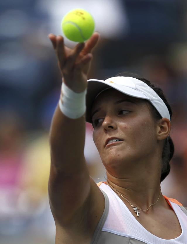 Laura Robson of Britain serves to Li Na of China at the U.S. Open tennis championships in New York August 30, 2013. REUTERS/Eduardo Munoz (UNITED STATES - Tags: SPORT TENNIS)