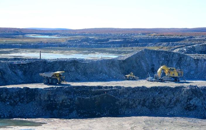 A view of the open pit at the De Beers' new diamond mine in Gahcho Kue, Canada (AFP Photo/Jacques Lemieux)