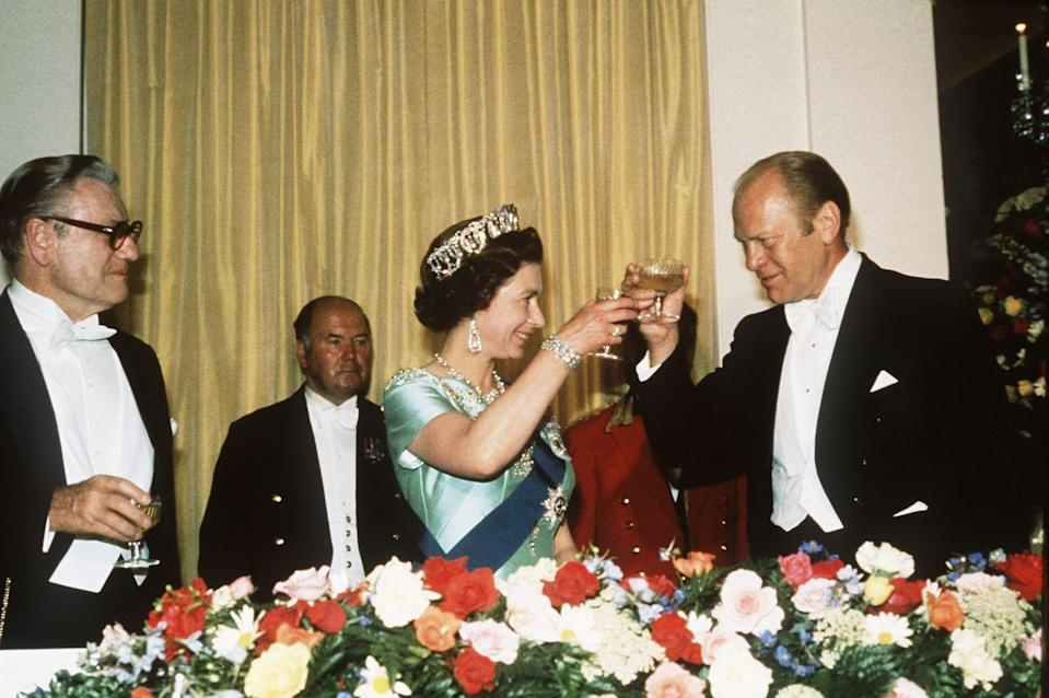 <p>Here they are at another dinner during that same 1976 visit.</p>
