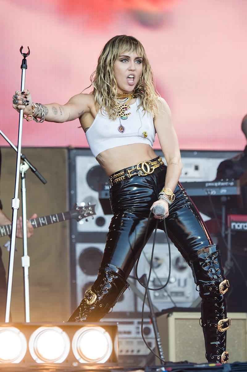 GLASTONBURY, ENGLAND - JUNE 30: Miley Cyrus performs on The Pyramid Stage during day five of Glastonbury Festival at Worthy Farm, Pilton on June 30, 2019 in Glastonbury, England. (Photo by Harry Durrant/Getty Images)