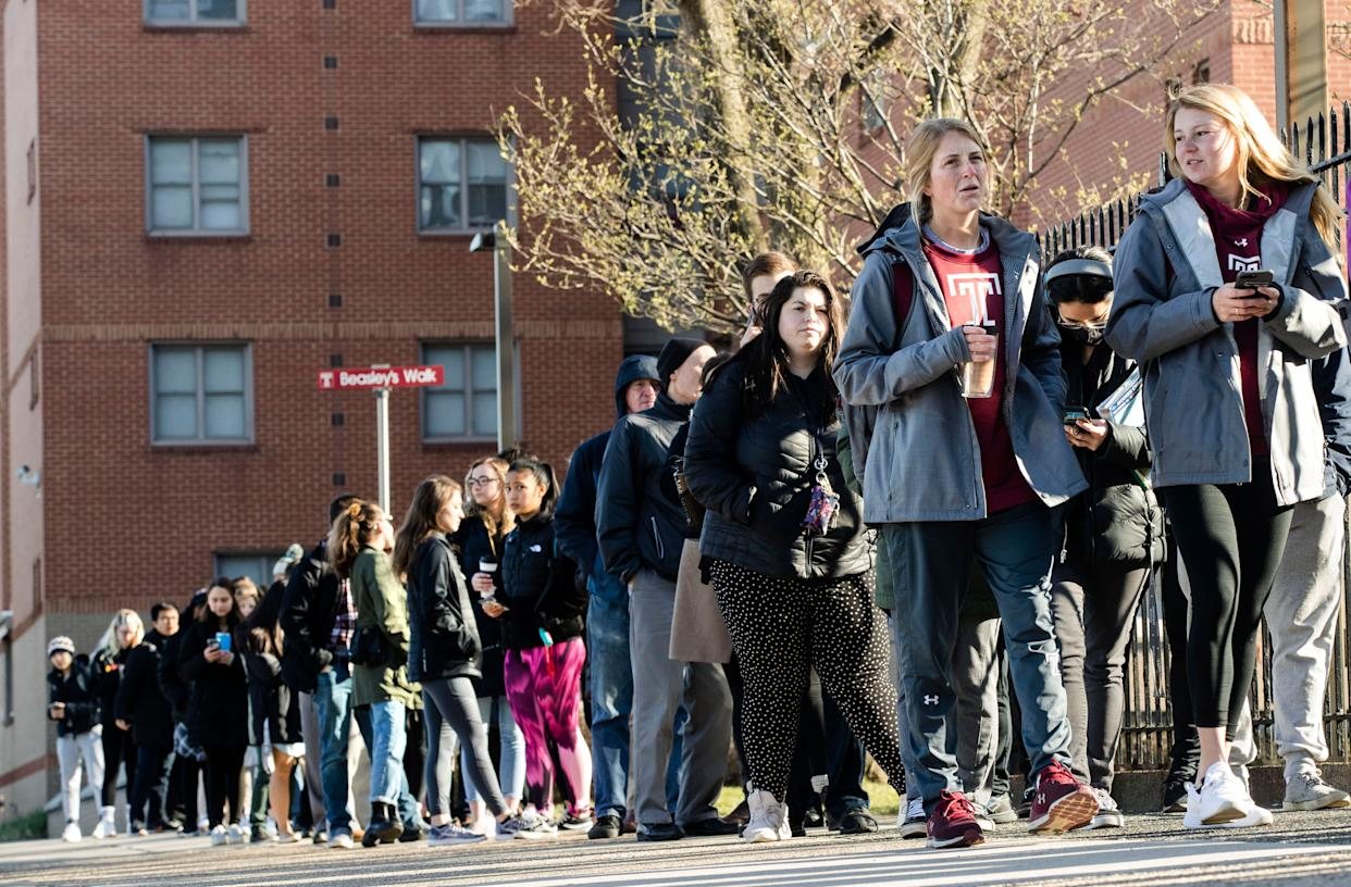 A line of mostly students waits to enter a vaccination clinic on Wednesday amid a mumps outbreak on the Temple University campus in Philadelphia. (Photo: ASSOCIATED PRESS)