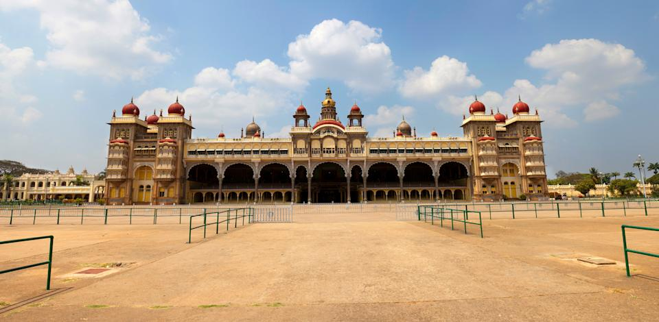 The palace was further expanded in around 1930 (including the addition of the present Public Durbar Hall wing) during the reign of Maharaja Jayachamarajendra Wadiyar.