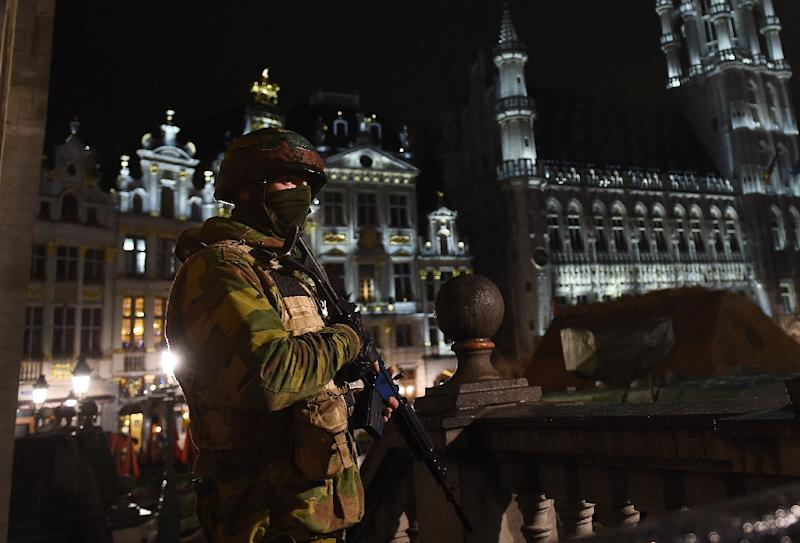 A Belgian soldier stands guard around a security perimeter at the Grand Place in Brussels on November 22, 2015 (AFP Photo/Emmanuel Dunand)
