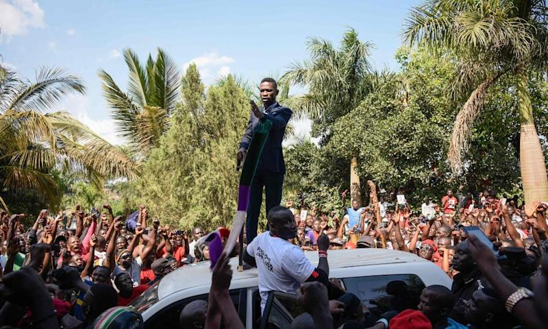 Ugandan pop star turned opposition MP, Robert Kyagulanyi, delivers a speech outside his home in Kampala on his return from the US on 20 September.