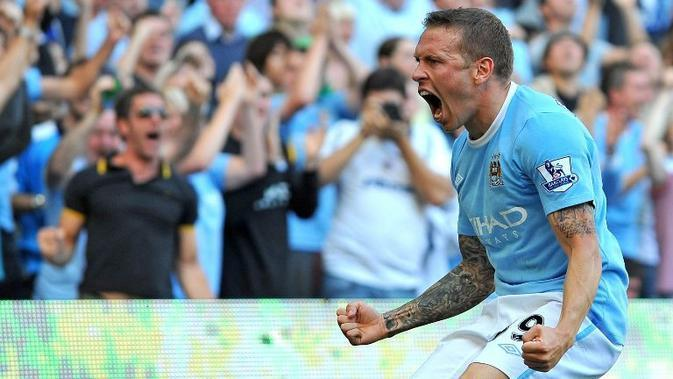 Striker Manchester City Craig Bellamy merayakan gol ke gawang Arsenal pada laga Premier League, 12 September 2009. (AFP/Andrew Yates)
