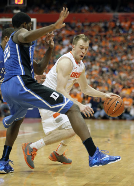 Syracuse's Trevor Cooney, right, dives to the basket against Duke's Amile Jefferson, left, in the second half of an NCAA college basketball game in Syracuse, N.Y., Saturday, Feb. 1, 2014. Syracuse won 91-89. (AP Photo/Nick Lisi)