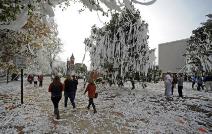 A view of rolled trees near Toomer's Corner the day after Auburn beat Alabama in the 2013 Iron Bowl. (USAT)