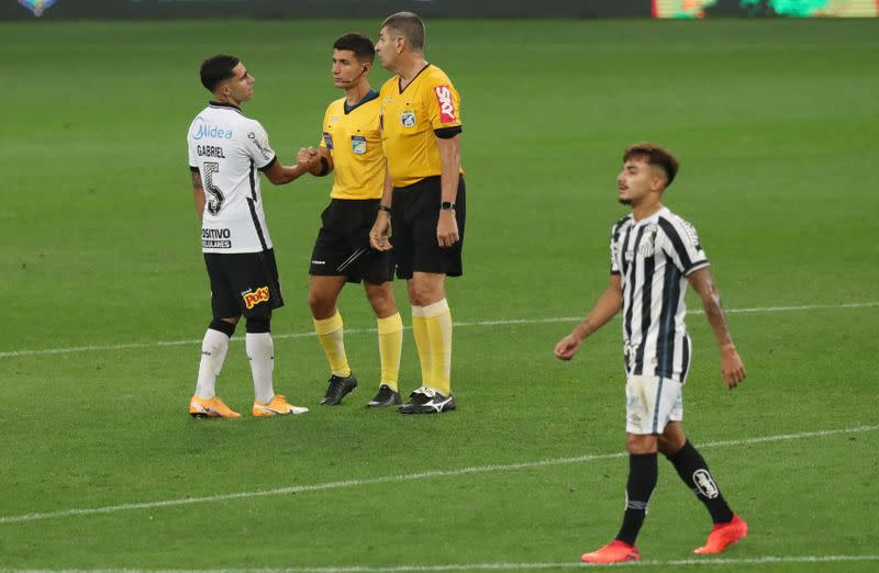 Corinthians come from behind to secure draw with Santos