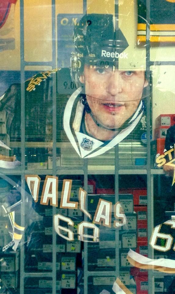 Ghostly image of Jaromir Jagr in Dallas Stars uniform at Prague fan shop. (#NickInEurope)