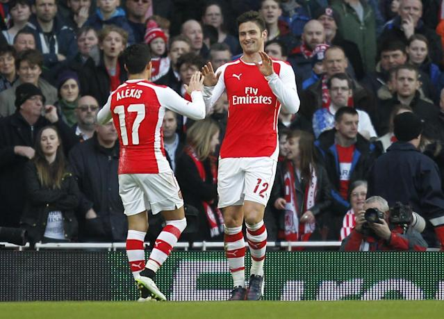 Arsenal striker Olivier Giroud (R) celebrates scoring with Alexis Sanchez (L) during the English FA Cup fifth round football match between Arsenal and Middlesbrough in London on February 15, 2015 (AFP Photo/Ian Kington)