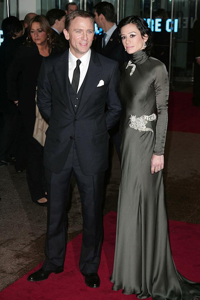 "Daniel Craig and Satsuki Mitchell at ""The Golden Compass"" world premiere at the Odeon Leicester Square in London, England. <a href=""http://www.splashnewsonline.com"" target=""new"">Splash News</a> - Novemeber 27, 2007"