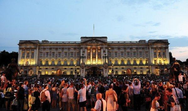 "Buckingham Palace in London, where crowds grew after the announcement of Prince George's birth five years ago. <span class=""copyright"">(Clive Gee / Associated Press)</span>"