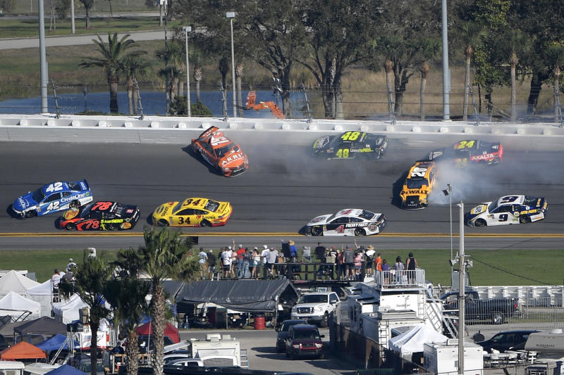 Kyle Busch, Jimmie Johnson, others crash early in 2018 Daytona 500