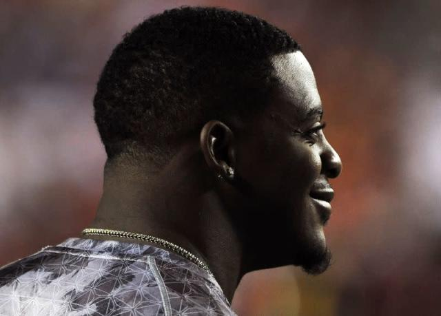 Injured Redskins' Portis watches his teammates warm up before their NFL football game against the Indianapolis Colts in Landover, Maryland