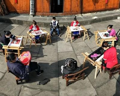 CRRC Assisted in the Construction of a Workshop for Miao Embroidery in Shibadong Village as Part of a Poverty Alleviation Initiative.