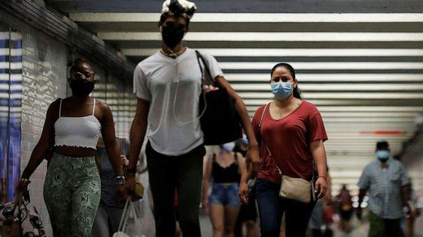 PHOTO: People wear masks as they pass through a pedestrian subway as cases of the infectious coronavirus Delta variant continue to rise in New York, July 26, 2021. (Andrew Kelly/Reuters)
