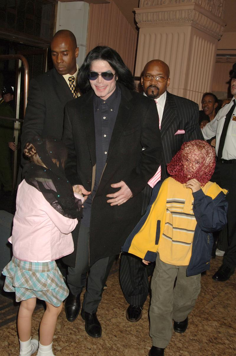 LONDON - OCTOBER 12: (EMBARGOED FOR PUBLICATION IN UK TABLOID NEWSPAPERS UNTIL 48 HOURS AFTER CREATE DATE AND TIME) Singer Michael Jackson (C) walks with his children, Prince and Paris, as they visit Harrods October 12, 2005 in London, England. (Photo by Dave M. Benett/Getty Images)