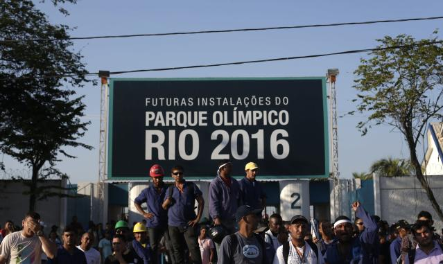 Construction workers on strike stand outside the Rio 2016 Olympic Park construction site in Rio de Janeiro April 8, 2014. Workers building Rio's 2016 Olympic Park fought with security guards on Monday but although shots were fired no one was injured in the melee, eyewitnesses said. Scuffles broke out between guards and construction workers on strike for more pay and better union representation. The workers closed several busy avenues around the site on Monday and trouble ensued. REUTERS/Ricardo Moraes (BRAZIL - Tags: SPORT OLYMPICS POLITICS CIVIL UNREST)