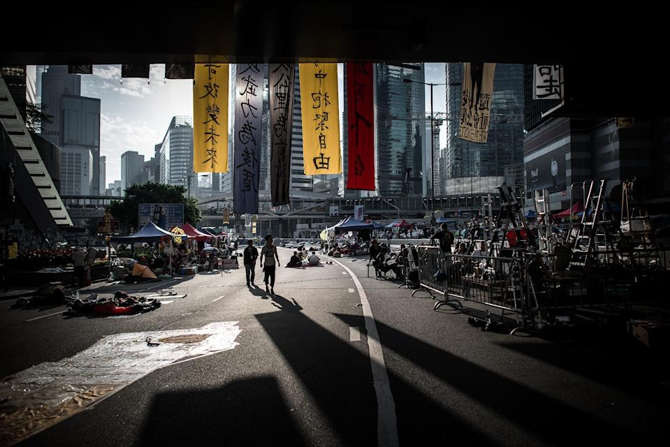 Pro-democracy demonstrators pictured on a highway where the main protest site is located in Hong Kong, on October 10, 2014 (AFP Photo/Philippe Lopez)