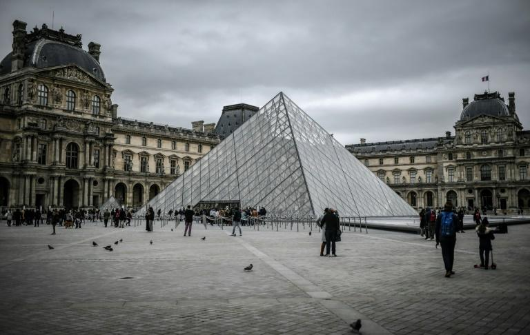 The Louvre offered a refund to those with tickets bought in advance to visit the museum on Sunday or Monday (AFP Photo/STEPHANE DE SAKUTIN)