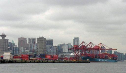 A container ship (R) unloads imports from China in 2005 at the P&O Central Terminal in the Port of Vancouver, Canada