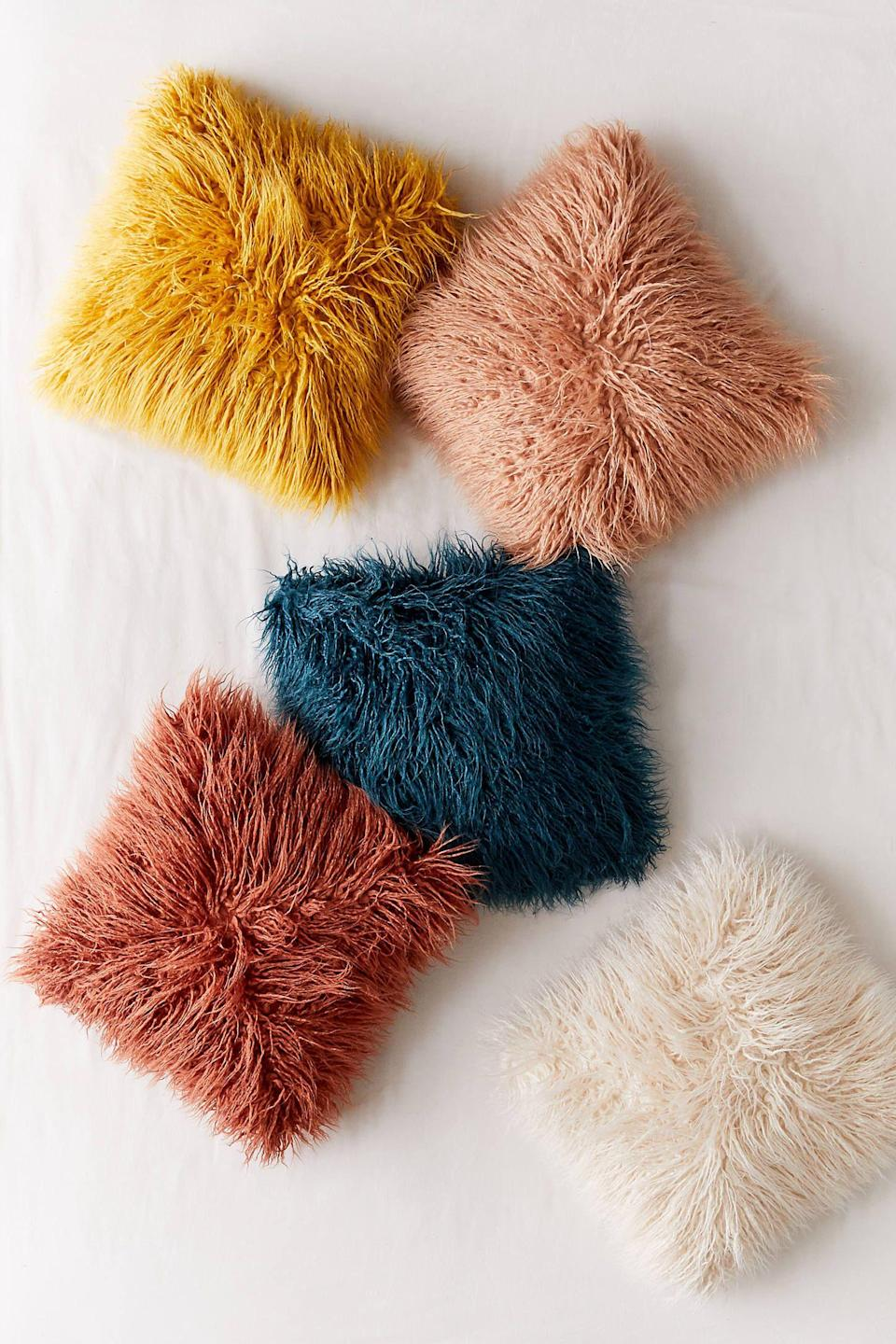 """<p><strong>Urban Outfitters</strong></p><p>urbanoutfitters.com</p><p><strong>$39.00</strong></p><p><a href=""""https://go.redirectingat.com?id=74968X1596630&url=https%3A%2F%2Fwww.urbanoutfitters.com%2Fshop%2Fmila-faux-fur-throw-pillow&sref=https%3A%2F%2Fwww.housebeautiful.com%2Fdesign-inspiration%2Fg33301831%2Fvsco-room-ideas%2F"""" rel=""""nofollow noopener"""" target=""""_blank"""" data-ylk=""""slk:BUY NOW"""" class=""""link rapid-noclick-resp"""">BUY NOW</a></p><p>No VSCO-inspired bedroom is complete without a few fluffy throw pillows. These options from Urban Outfitters come in soothing colors that'll make you want to curl up in bed for hours on end.</p>"""