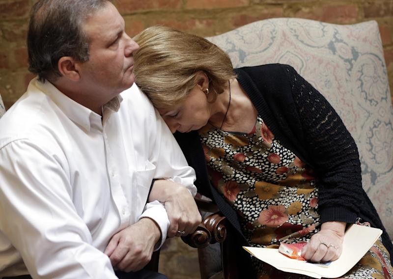 """CORRECTS NAME TO REED COLLAR, NOT KENT COLLAR - Bonnie Collar finds comfort in her husband Reed's shoulder as their attorney, Jere Beasley, describes the videotaped death of their son, University of South Alabama freshman Gil Collar, during a news conference Thursday, Oct. 11, 2012 in Montgomery, Ala. Collar was fatally shot by a campus police officer at the University of South Alabama on Oct. 6. """"I can tell you without reservation nothing we saw in the videotape justified the use of deadly force in this case,"""" said Beasley, a former Alabama lieutenant governor. (AP Photo/Dave Martin)"""