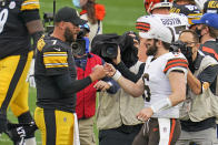 Pittsburgh Steelers quarterback Ben Roethlisberger (7) and Cleveland Browns quarterback Baker Mayfield (6) meet on the field following an NFL football game in Pittsburgh, Sunday, Oct. 18, 2020. (AP Photo/Gene J. Puskar)