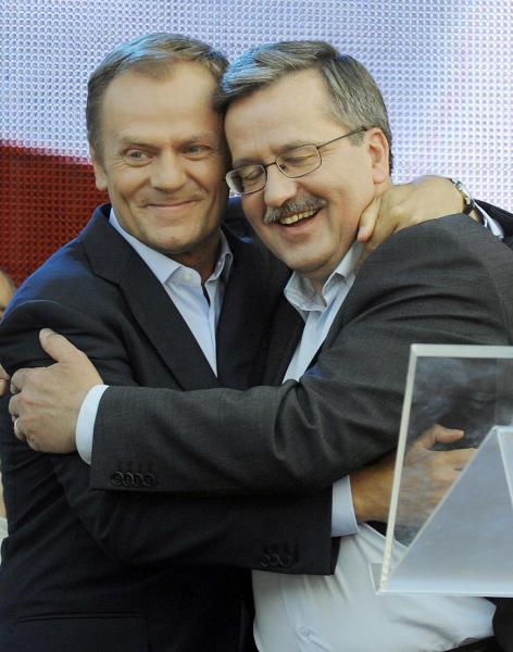 FILE - This file photo taken in Warsaw, Poland on June 13, 2010, shows Poland's Prime Minister Donald Tusk, left, and President Bronislaw Komoworski, right. Polish prosecutors said Tuesday, Nov. 20, 2012, that they have arrested a 45-year old chemist who was planning to kill the president, prime minister, Cabinet members and lawmakers by detonating some four tons of explosives outside the Parliament building. If convicted, the man can face up to five years in prison.(AP Photo/Alik Keplicz, File)