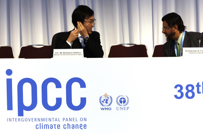 The chair of the Intergovernmental Panel on Climate Change (IPCC) Rajendra K. Pachauri, right, and Japan's Environment Minister Nobuteru Ishihara chat before an opening remarks during the opening session of the 10th Plenary of (IPCC) Working Group II and the 38th Session of the IPCC in Yokohama, near Tokyo Tuesday, March 25, 2014. The hundreds of scientists from 100 countries meeting in this Japanese port city are putting finishing touches on a massive report emphasizing the gravity of the threat the changing climate poses for communities from the polar regions to the tropics. (AP Photo/Eugene Hoshiko)