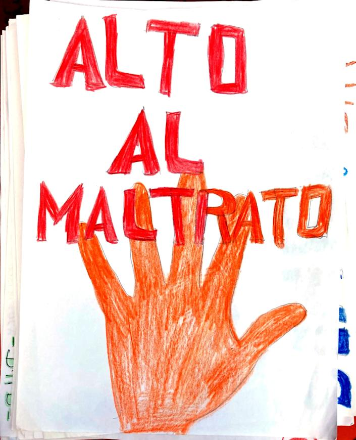 "A drawing in support of the Georgia detainees states in Spanish ""Alto al maltrato,"" or ""Stop the abuse."""
