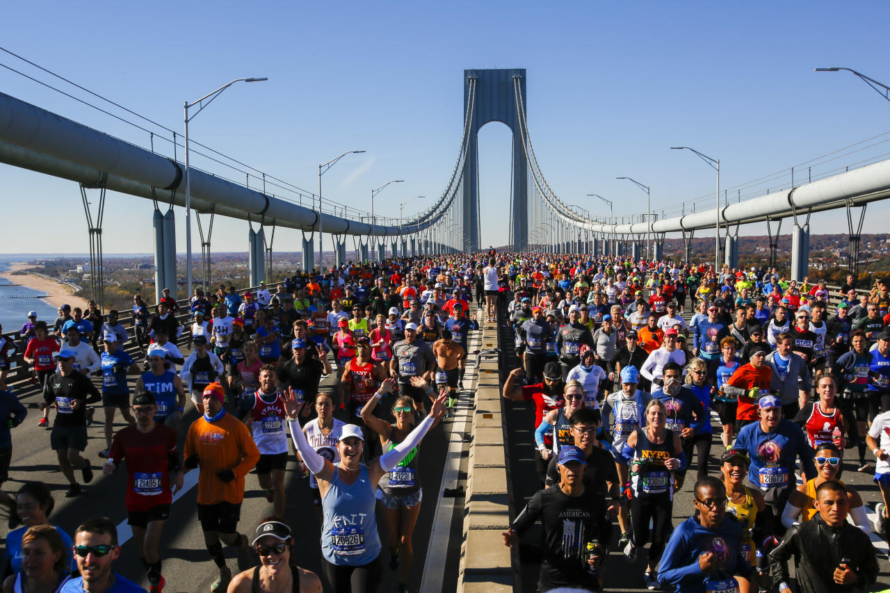 <p>Runners cross the Verrazano-Narrows Bridge during the New York City Marathon, Nov. 4, 2018. (Photo: Eduardo Munoz Alvarez/AP) </p>