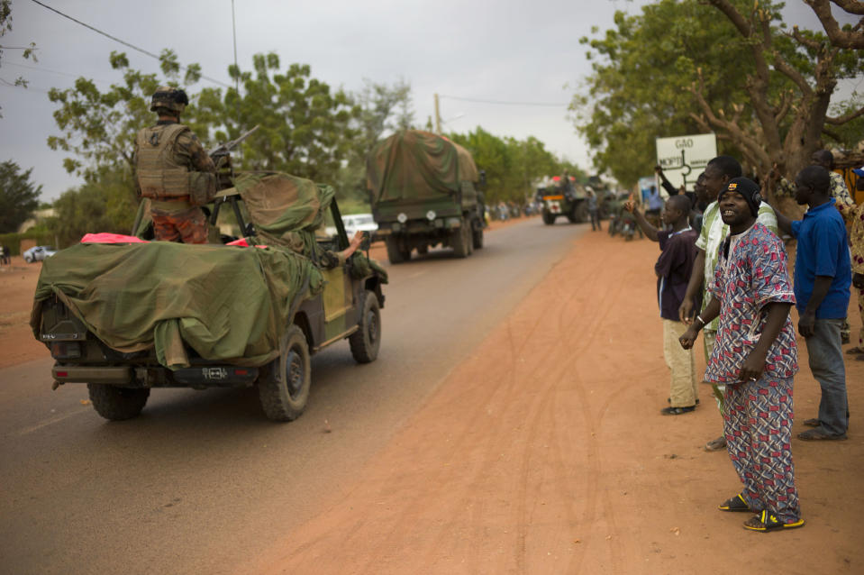 Malian people welcome French soldiers as they arrive in the city of Sevare, Mali, some 620 kms (385 miles) north of Bamako, Friday, Jan. 25, 2013. Mali's military and French forces pushed toward Gao on Friday, in their farthest move north and east since launching an operation two weeks ago to retake land controlled by the rebels, residents and a security official said Friday. (AP Photo/Thibault Camus)