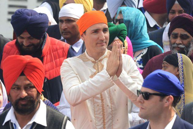 Liberal leader Justin Trudeau pays his respects at the Sikh Golden Temple in Amritsar on Feb. 21, 2018.