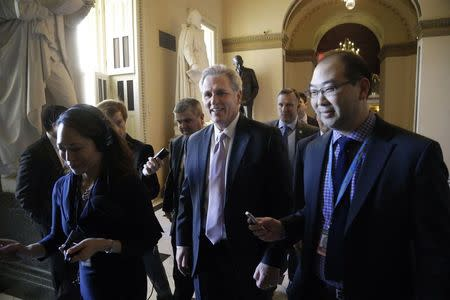 U.S. House Majority Leader Kevin McCarthy (R-CA) (C) talks to reporters as he walks to the House floor for procedural votes for legislation to fund the Department of Homeland Security at the Capitol in Washington, February 27, 2015. REUTERS/Jonathan Ernst