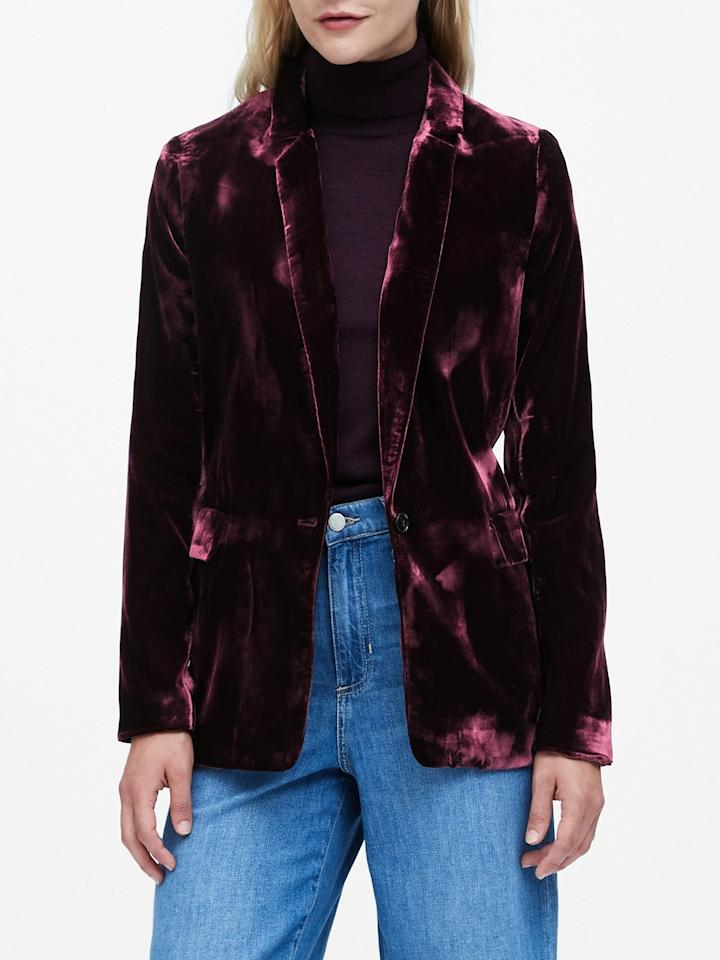 """<p>This <a href=""""https://www.popsugar.com/buy/Banana-Republic-Velvet-Soft-Blazer-538951?p_name=Banana%20Republic%20Velvet%20Soft%20Blazer&retailer=bananarepublic.gap.com&pid=538951&price=50&evar1=fab%3Aus&evar9=47092960&evar98=https%3A%2F%2Fwww.popsugar.com%2Fphoto-gallery%2F47092960%2Fimage%2F47092962%2FBanana-Republic-Velvet-Soft-Blazer&list1=shopping%2Csale%2Ceditors%20pick%2Csale%20shopping&prop13=api&pdata=1"""" rel=""""nofollow"""" data-shoppable-link=""""1"""" target=""""_blank"""" class=""""ga-track"""" data-ga-category=""""Related"""" data-ga-label=""""https://bananarepublic.gap.com/browse/product.do?pid=493177002&amp;cid=1014739&amp;pcid=1014739&amp;vid=1&amp;grid=pds_15_918_1&amp;cpos=15&amp;cexp=1428&amp;cid=CategoryIDs%3D1014739&amp;cvar=10479&amp;ctype=Listing&amp;cpid=res20011009316398583965561#pdp-page-content"""" data-ga-action=""""In-Line Links"""">Banana Republic Velvet Soft Blazer</a> ($50, originally $169) will give me such a polished Winter look, and at this price, I can't not splurge.</p>"""